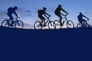 in bici a caccia di stelle